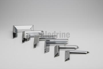 A moldura-de-alumínio-modelos é um produto na prateleira da aledrine